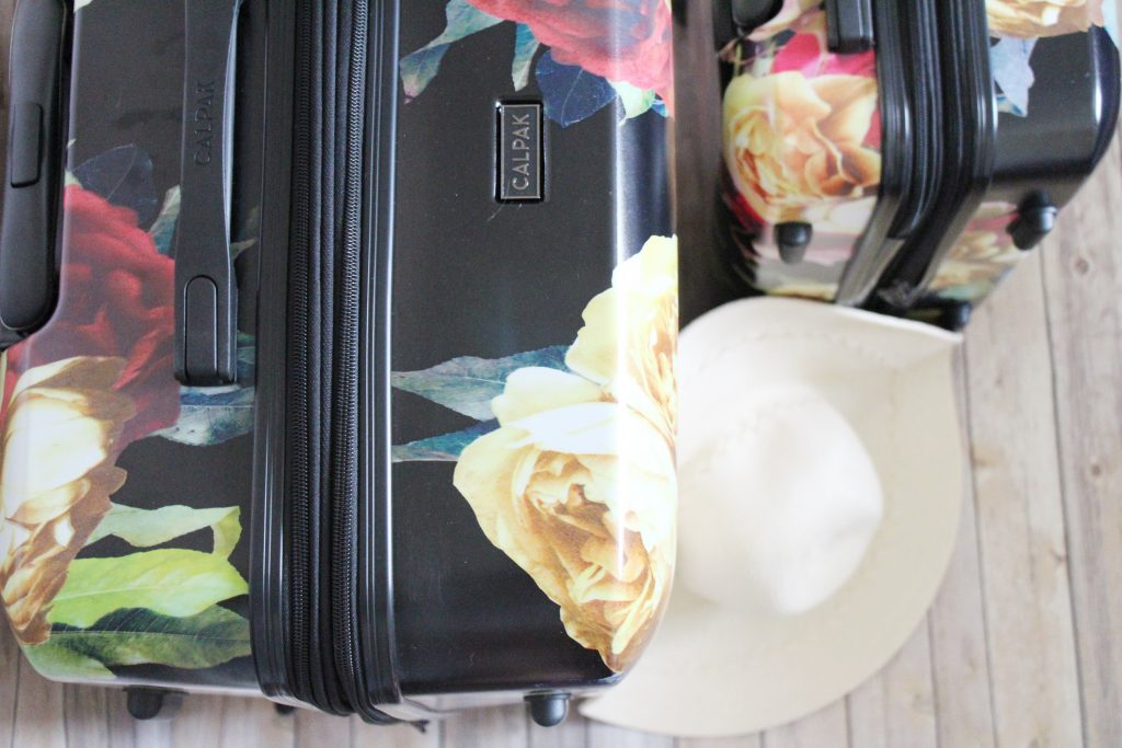 Never forget anything when packing again with Blonde & Ambitious TRAVEL CHECKLIST