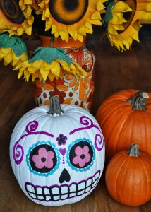 8 WAYS TO DECORATE PUMPKINS