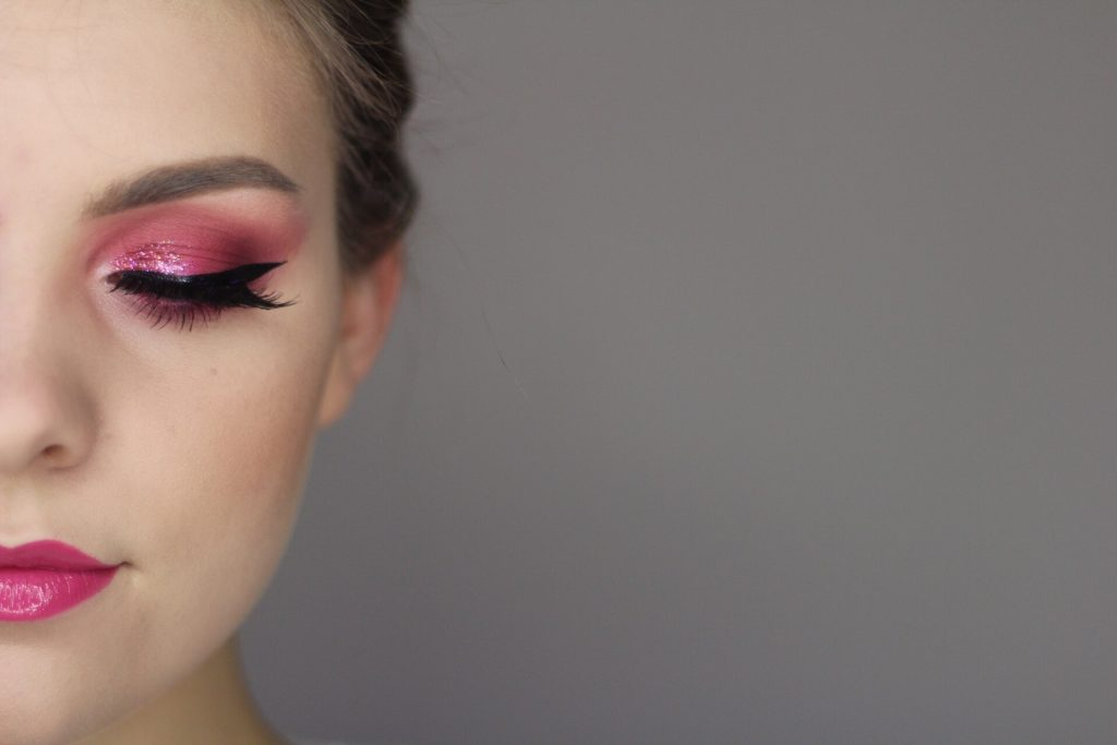 Birthday Glam Makeup Tutorial: Pink Glitter Cut Crease