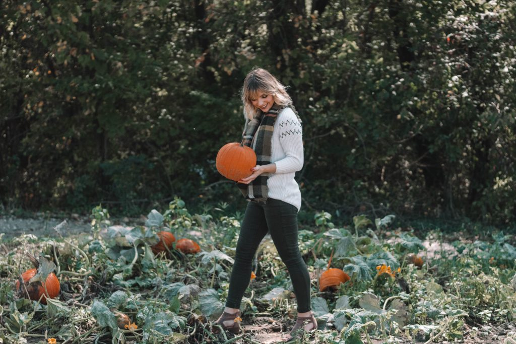 The Perfect Fall Pumpkin Patch Outfit