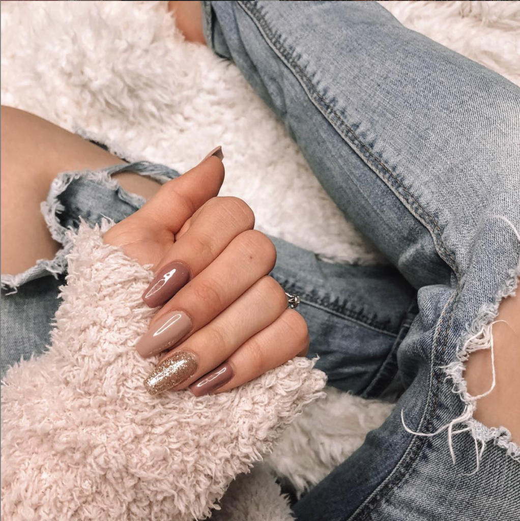 Gel Nails vs Acrylic Nails: The Pros & Cons